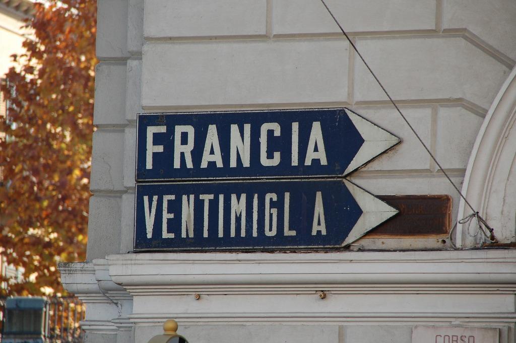 [cml_media_alt id='9420']Cartelli stradali a Cuneo - credits Massimiliano Calamelli[/cml_media_alt]