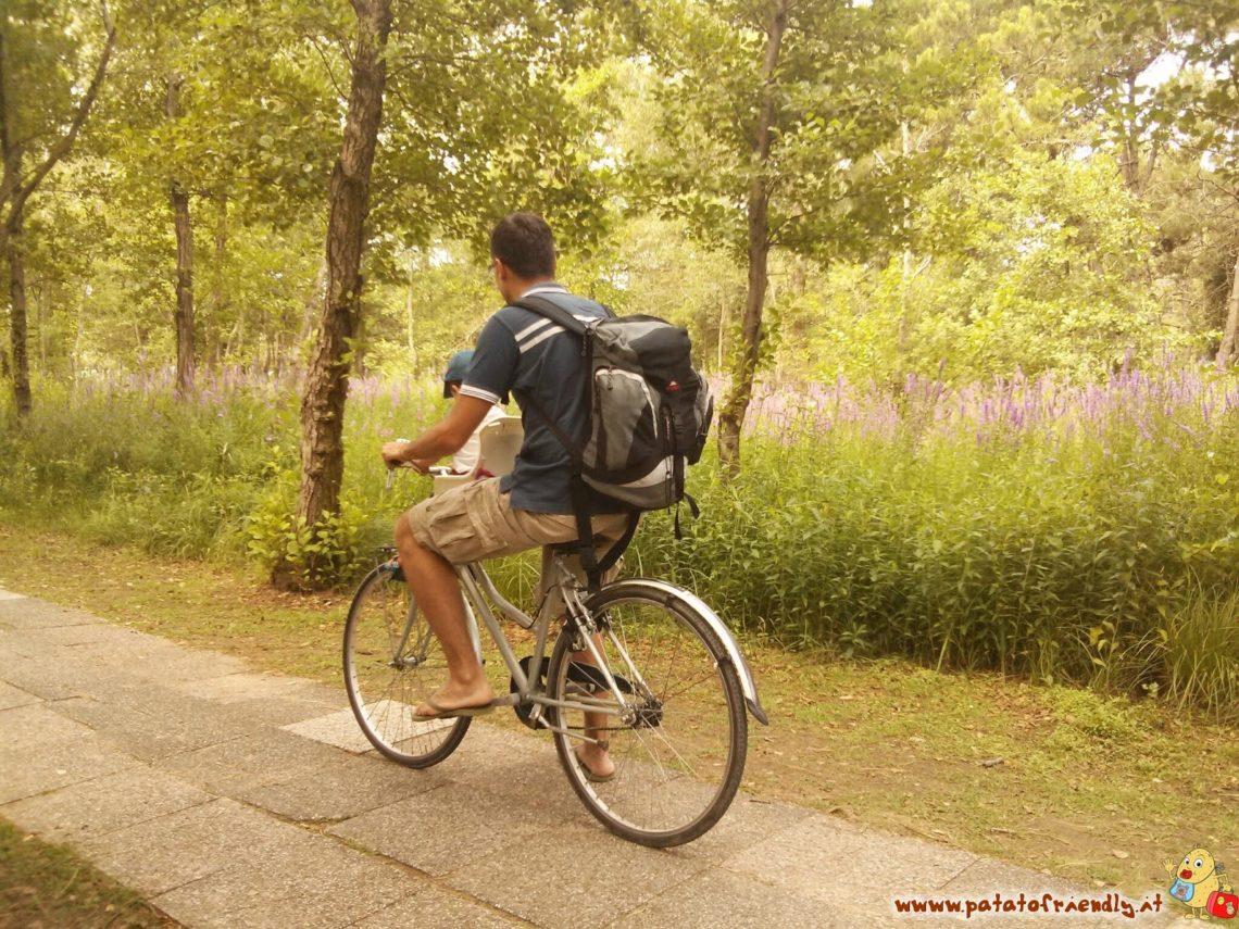 In bici nella pineta di Bibione