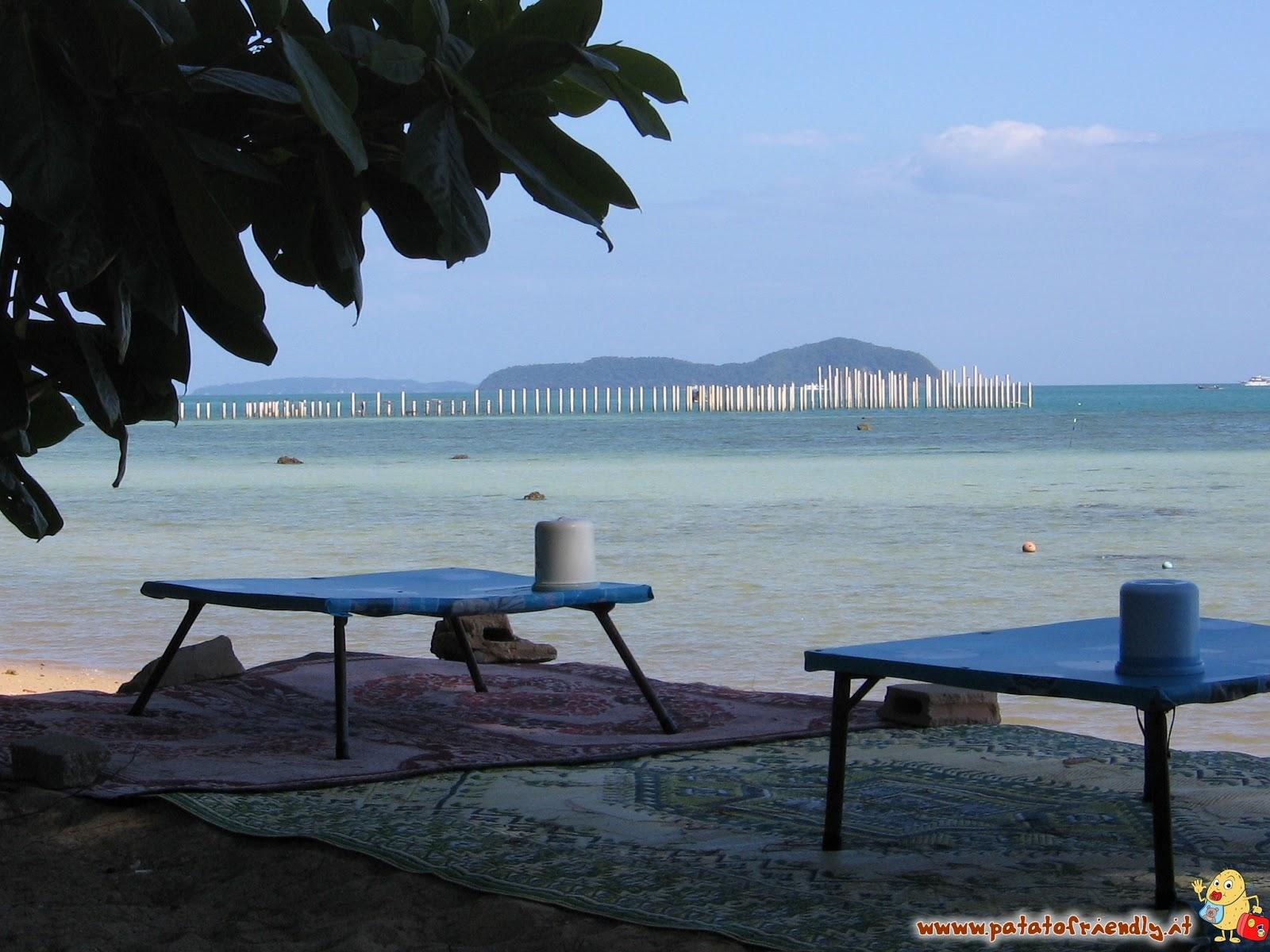 ristorante in Thailandia sulla spiaggia con vista mare