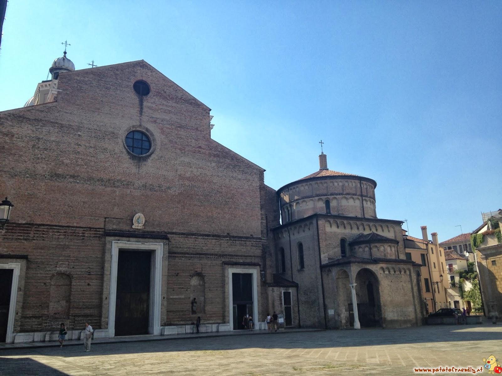 Padova: La piazza del Battistero