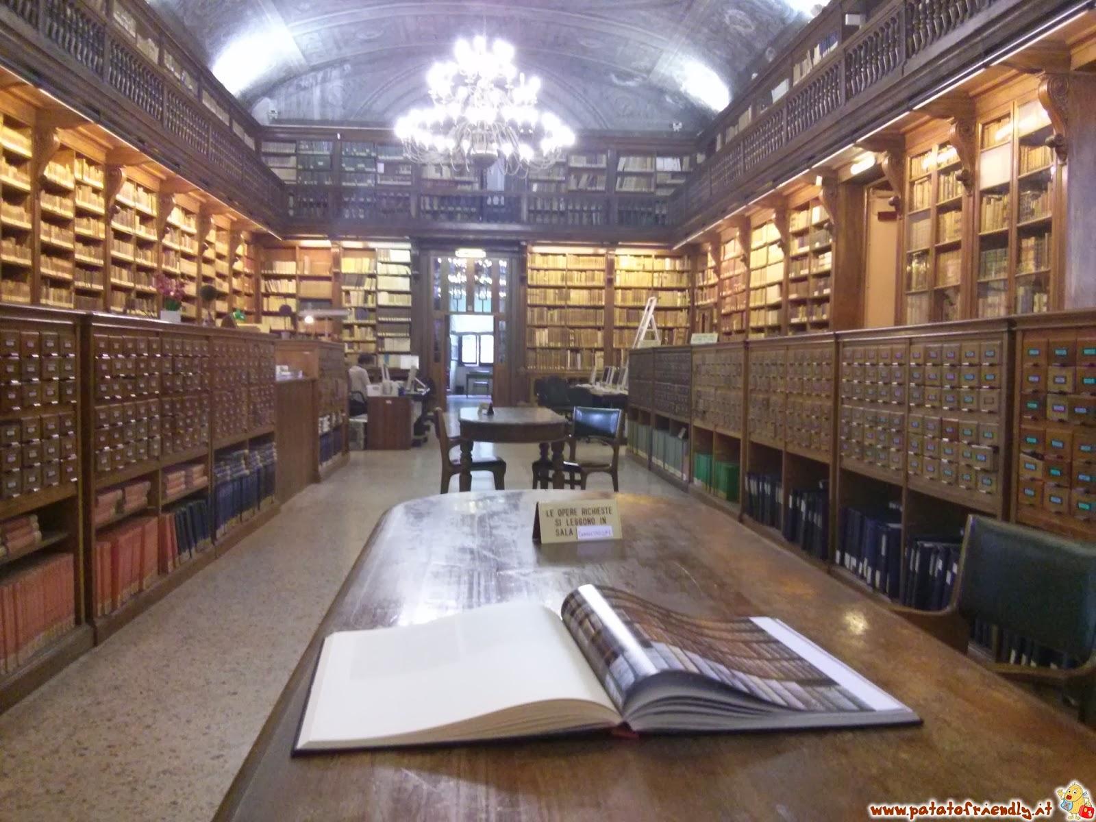 In biblioteca fa vedere tutto xx - 2 part 4