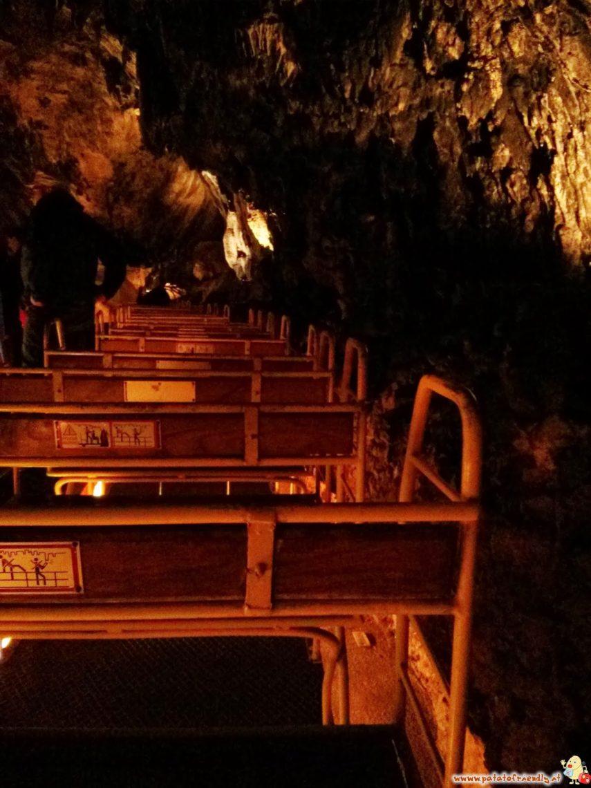 Il trenino che porta nelle grotte