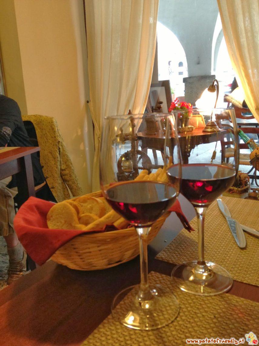 Il vino non può mancare nelle Langhe...