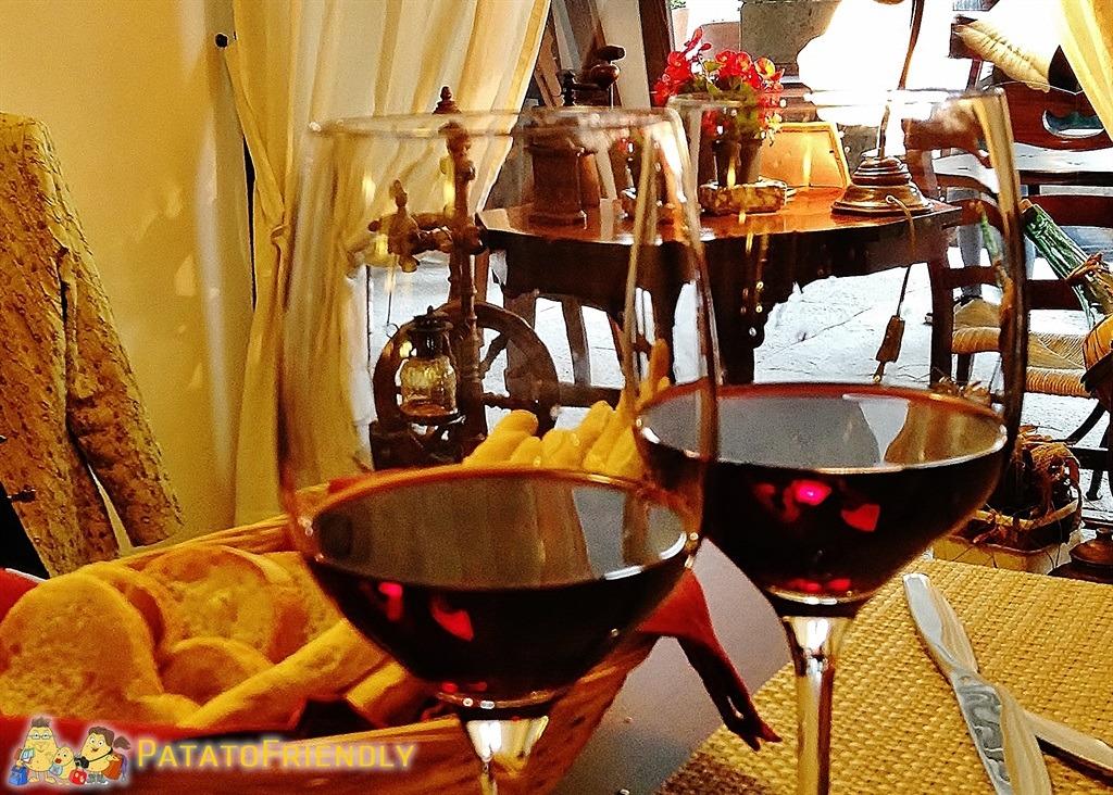 [cml_media_alt id='5353']Mangiare bene in Langhe e Roero - Un buon vino rosso non può certo mancare, Nebiolo, Dolcetto o Barbera si va sul sicuro[/cml_media_alt]