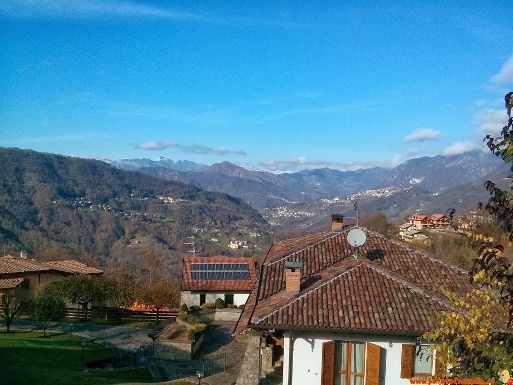 Selvino con bambini in montagna vicino a Bergamo - panorama