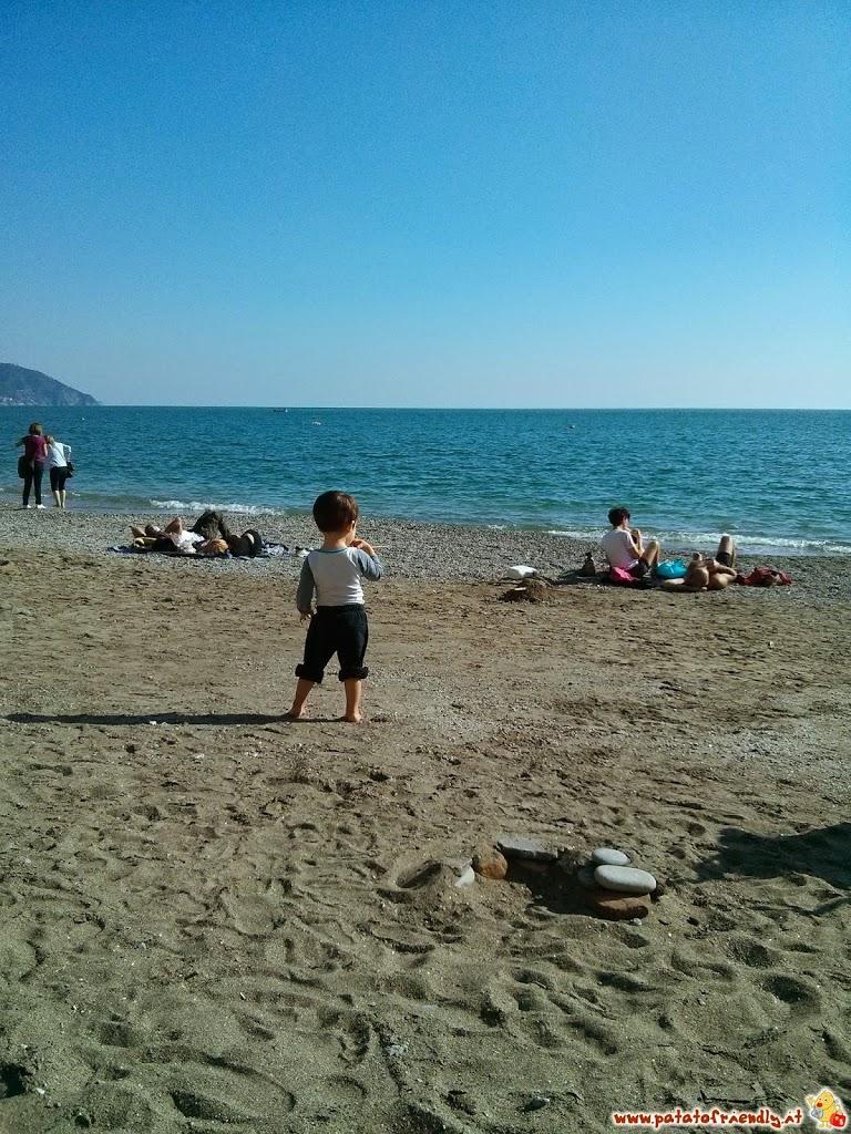 Viaggiare con i bambini: La spiaggia di Monterosso