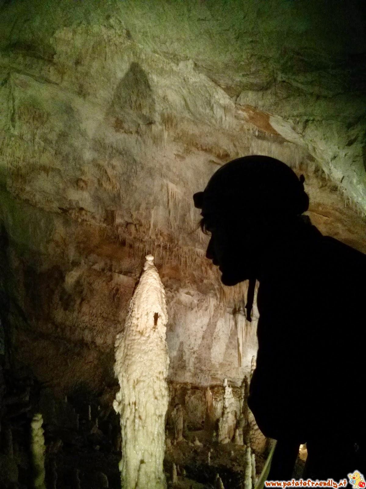 Blogger in contemplazione delle grotte