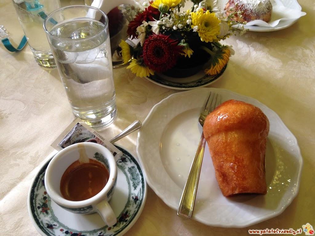 Napoli - Caffè e sua maestà il Babà!
