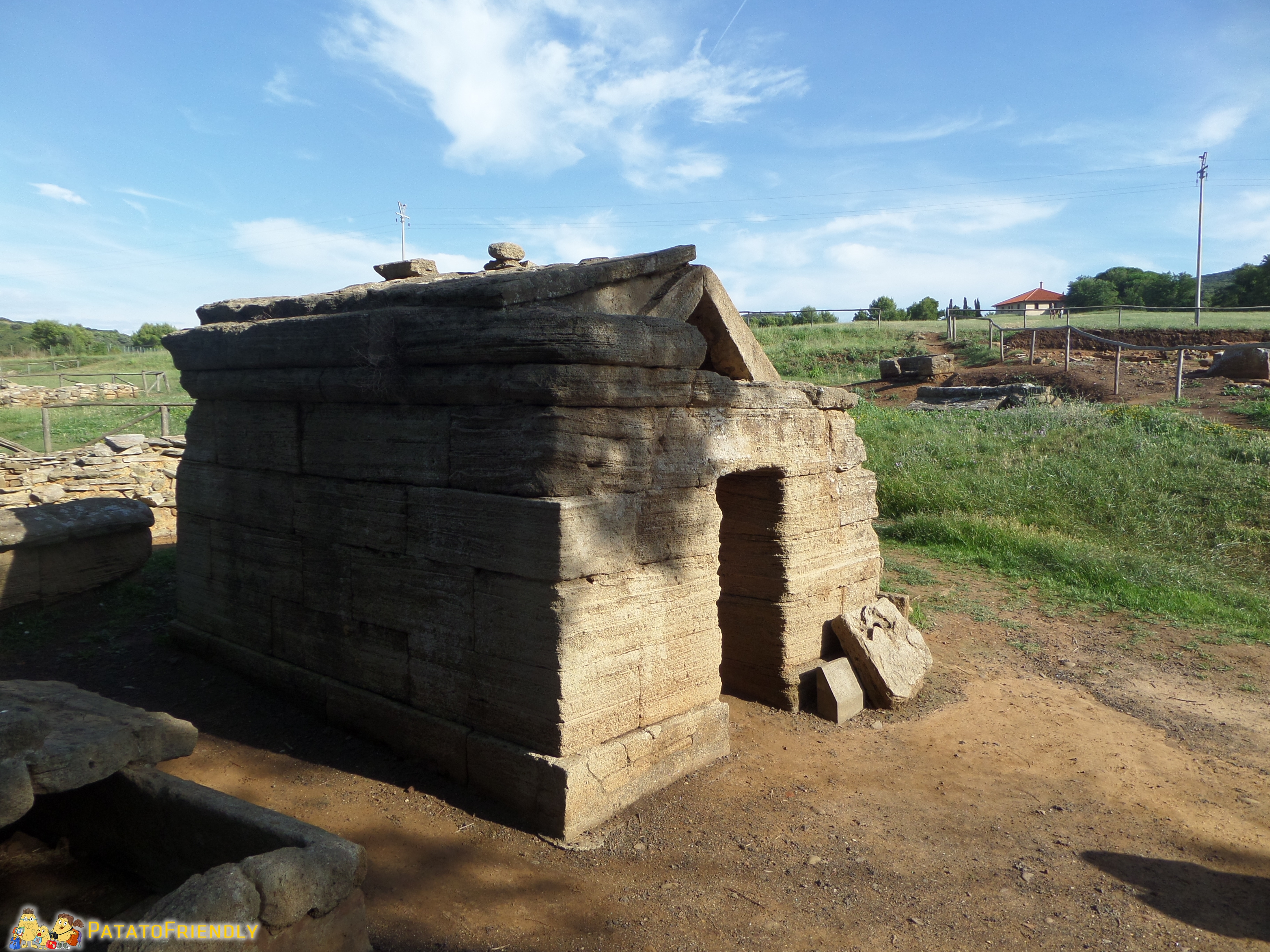 Il Parco Archeologico di Baratti e Populonia con una delle tombe etrusche meglio conservate