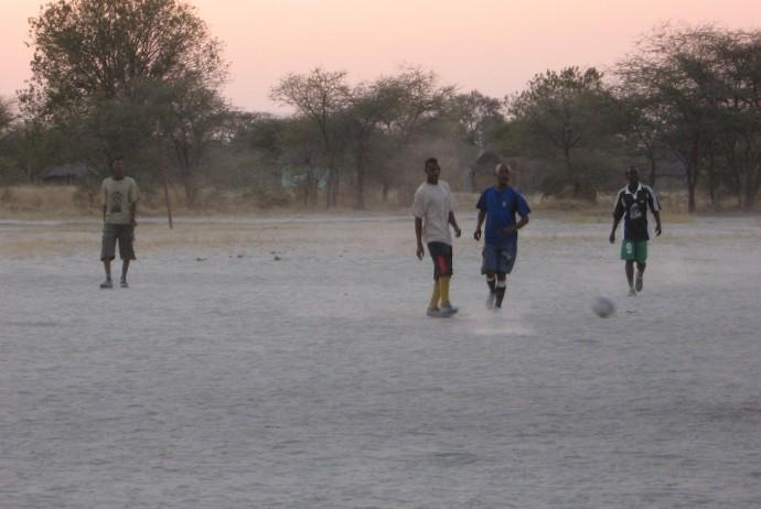 Una partita di calcio in Botswana