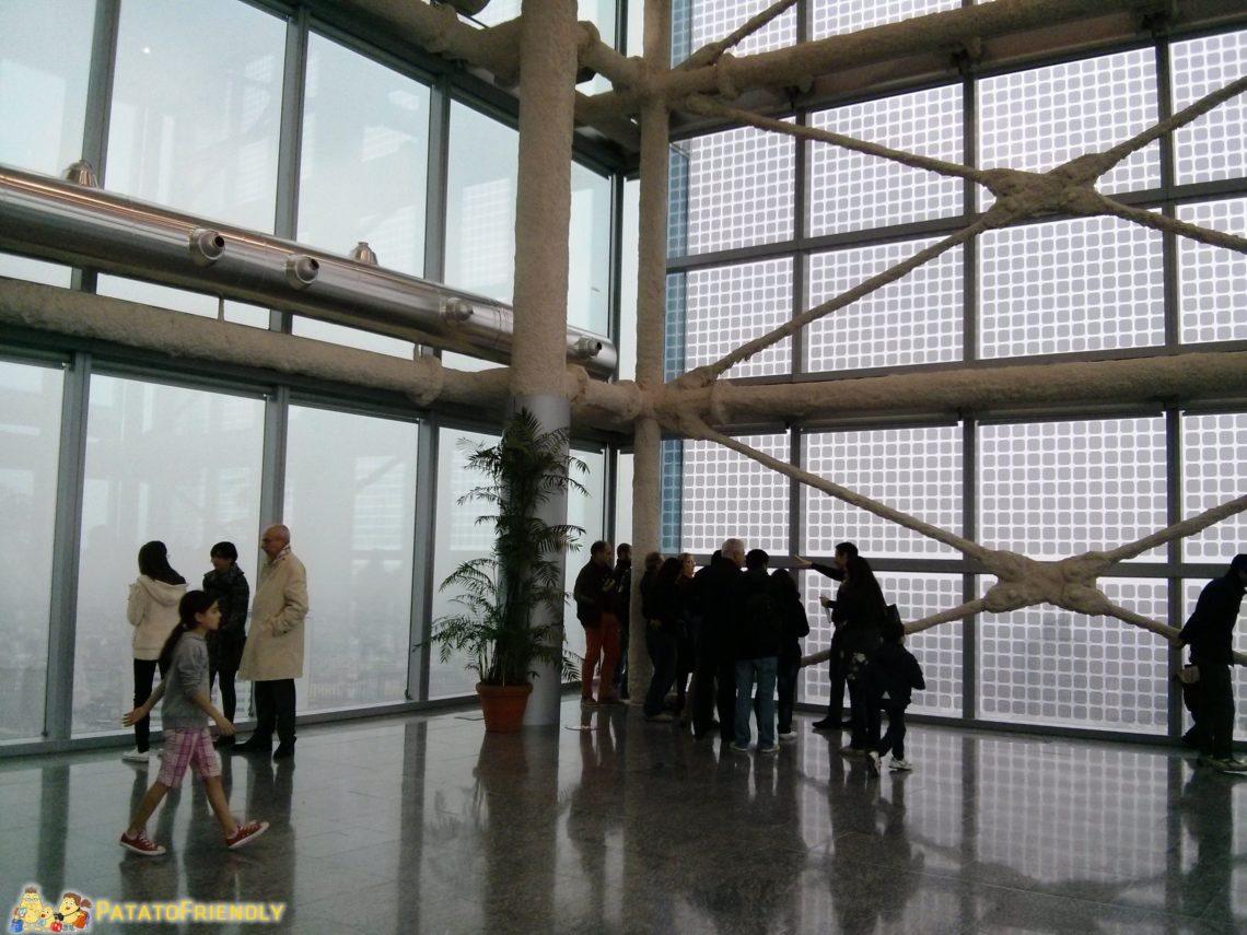 [cml_media_alt id='3547']L'interno del Palazzo della Regione Lombardia[/cml_media_alt]