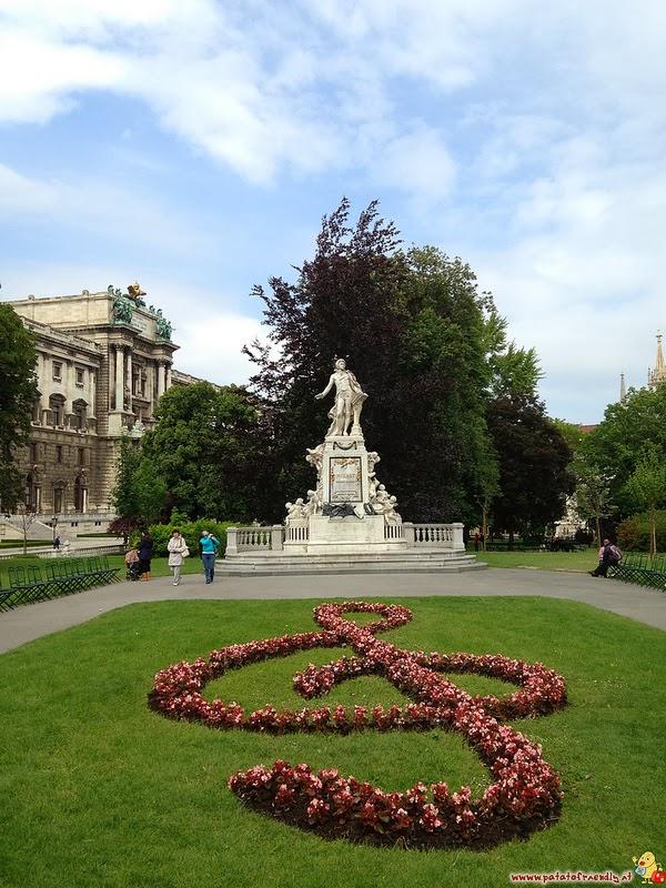Visitare Vienna in famiglia: statua di Mozart