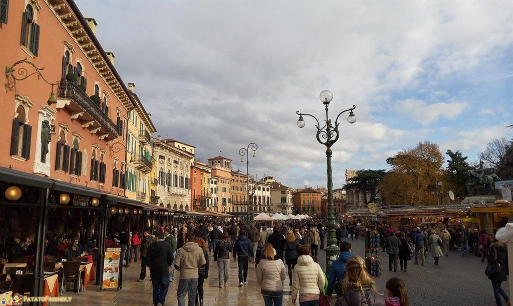 [cml_media_alt id='4667']Verona e le bancarelle di Santa Lucia in Piazza Bra[/cml_media_alt]