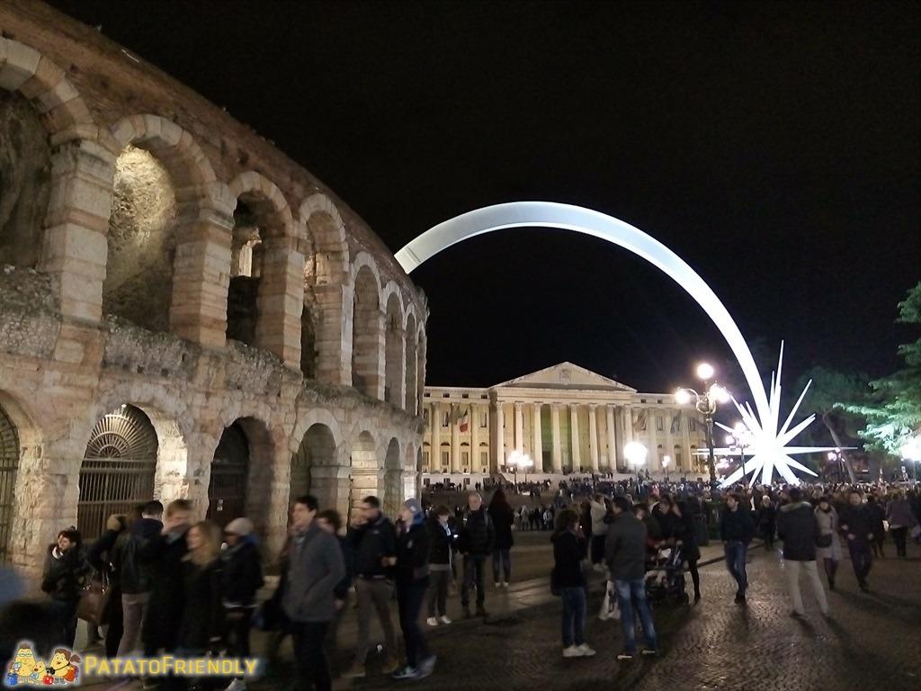 [cml_media_alt id='4664']La stella cometa che spunta dall'Arena di Verona durante le feste di Natale[/cml_media_alt]