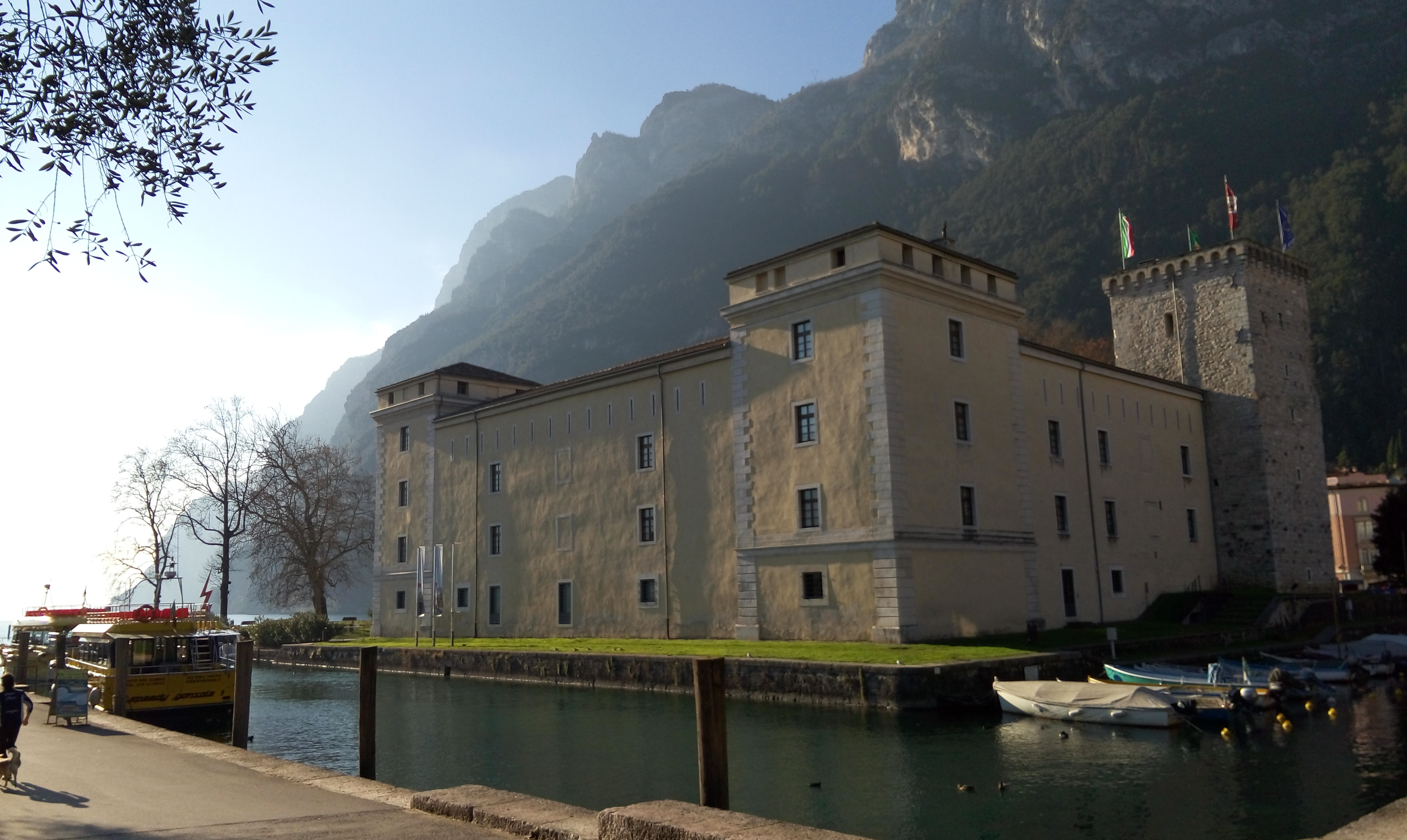 [cml_media_alt id='4747']La Rocca di Riva del Garda dove è allestita la Casa di Babbo Natale[/cml_media_alt]