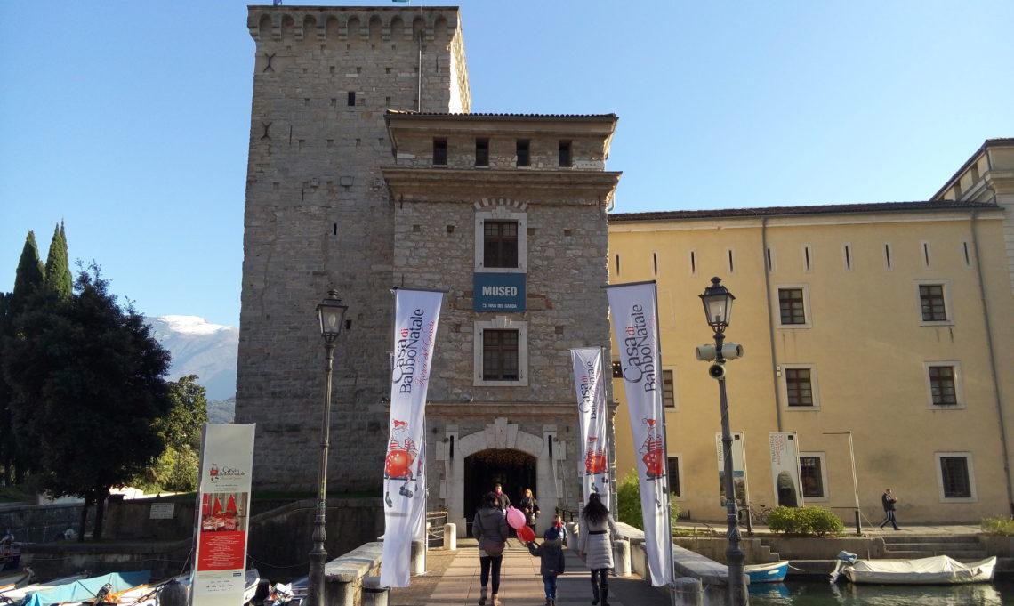 [cml_media_alt id='4752']L'ingresso della casa di Babbo Natale di Riva del Garda[/cml_media_alt]