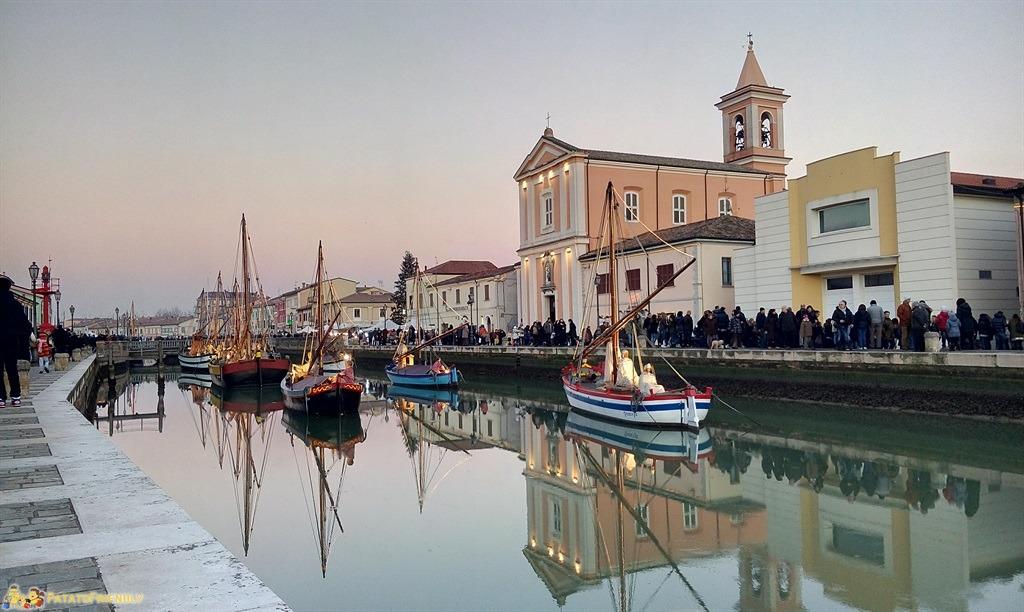 [cml_media_alt id='4854']Cesenatico al tramonto e le barche del museo della marineria allestito a presepe[/cml_media_alt]