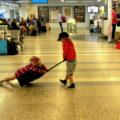 Le lunghe attese in aeroporto possono rivelarsi stressanti - Credits Emiliano