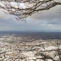 Veduta della Riviera Adriatica d'inverno con la neve