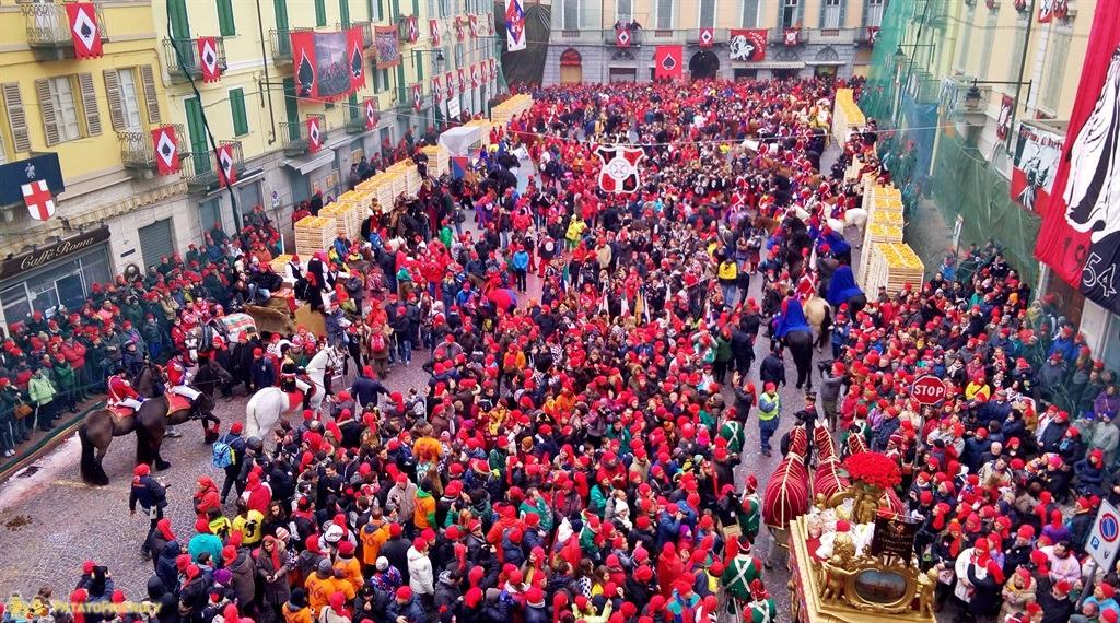 [cml_media_alt id='5302']Il Carnevale di Ivrea - Vista della Piazza Nazionale gremita[/cml_media_alt]