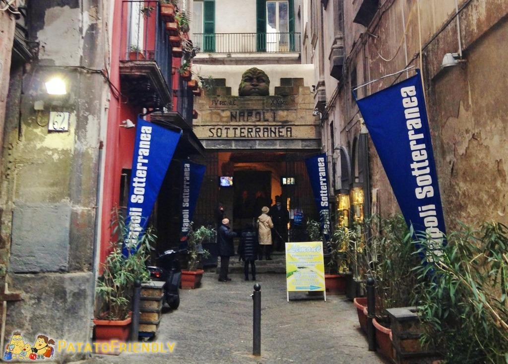 L'ingresso a Napoli sotterranea