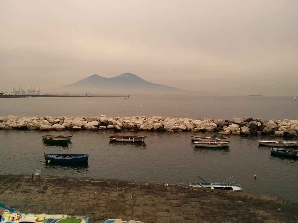 [cml_media_alt id='5216']Napoli - Il Vesuvio innevato e circondato dalla nebbia[/cml_media_alt]