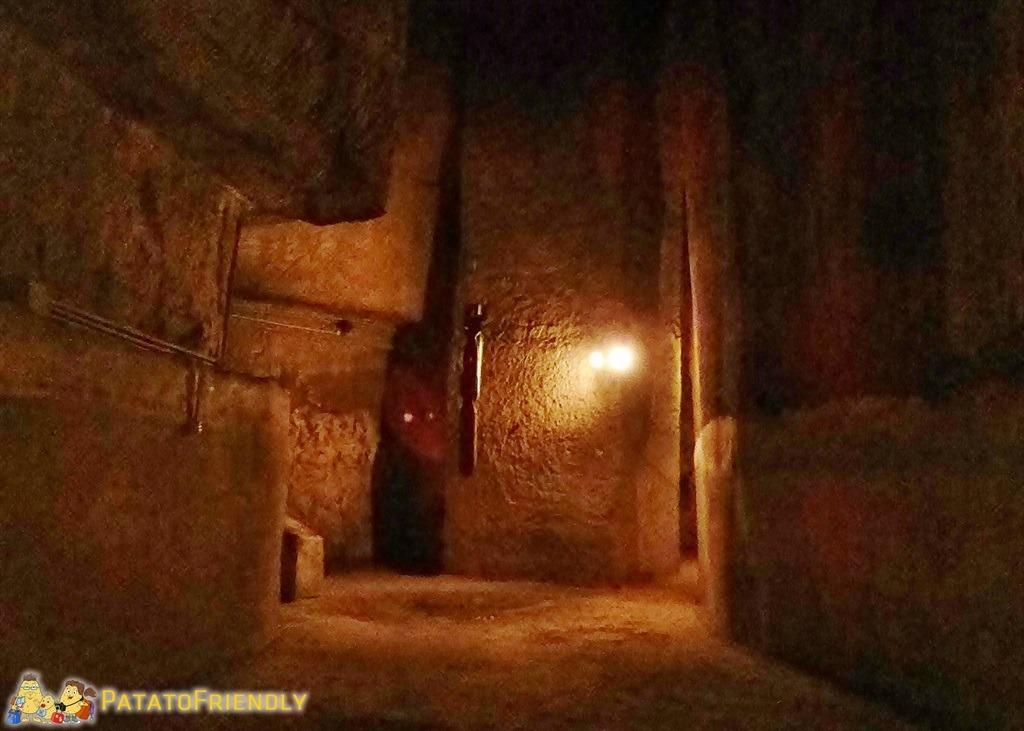 [cml_media_alt id='5218']Napoli sotterranea - Gli stretti cunicoli poco illuminati[/cml_media_alt]