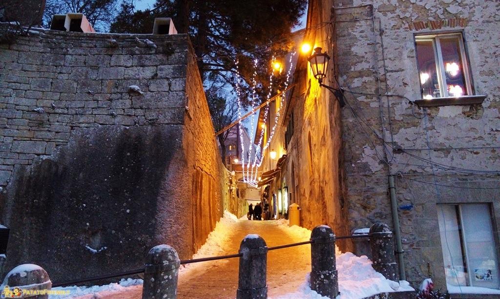 [cml_media_alt id='4941']San Marino, i vicoli illuminati a festa[/cml_media_alt]
