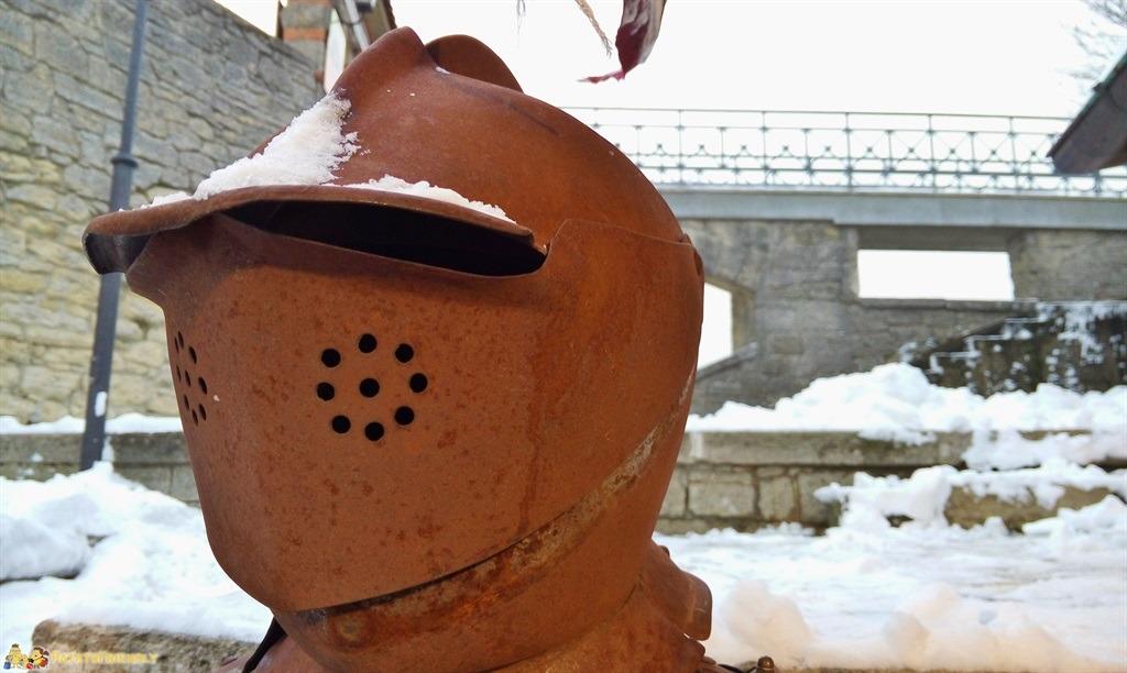 [cml_media_alt id='4943']Una delle caratteristiche armature medievali che punteggiano i negozi di souvenir a San Marino[/cml_media_alt]
