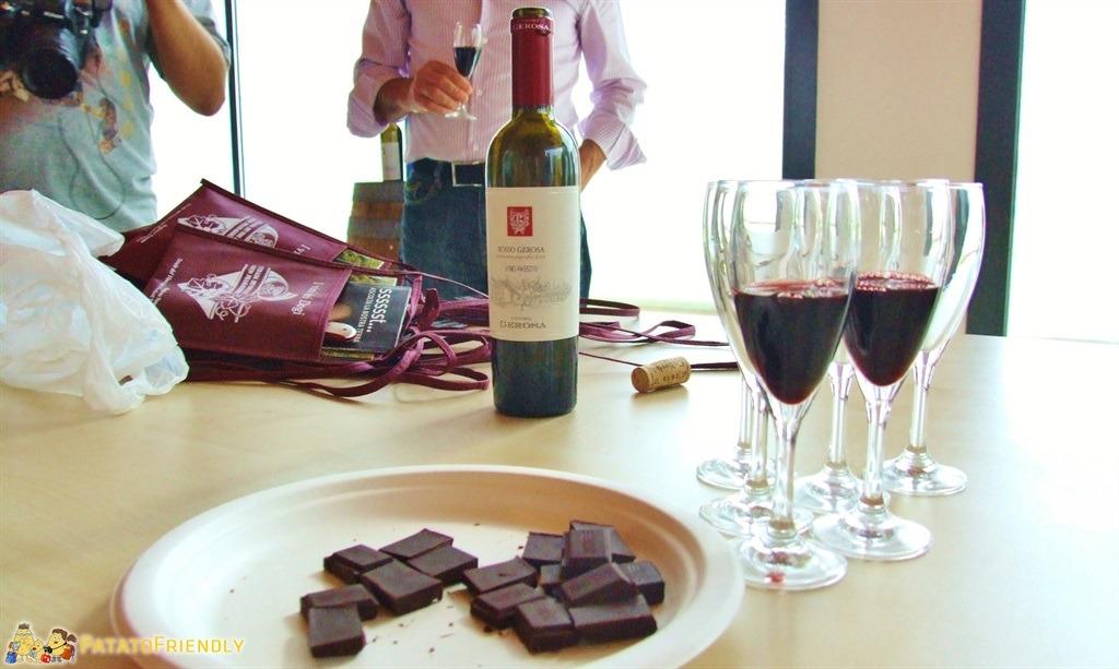 [cml_media_alt id='5243']La strada dei Vini - Degustazione con cioccolato fondente[/cml_media_alt]
