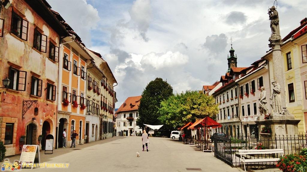 [cml_media_alt id='5333']Lago di Bled - Il centro storico della vicina cittadina di Škofja Loka[/cml_media_alt]