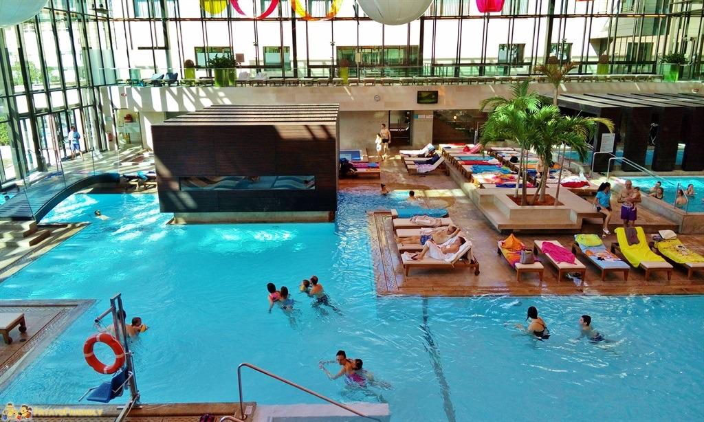Alle terme con i bambini le terme di merano for Piccoli piani di casa con piscina coperta