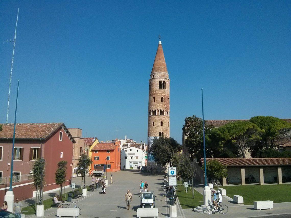 [cml_media_alt id='4460']I colori di Caorle - Il campanile che domina la cittadina[/cml_media_alt]