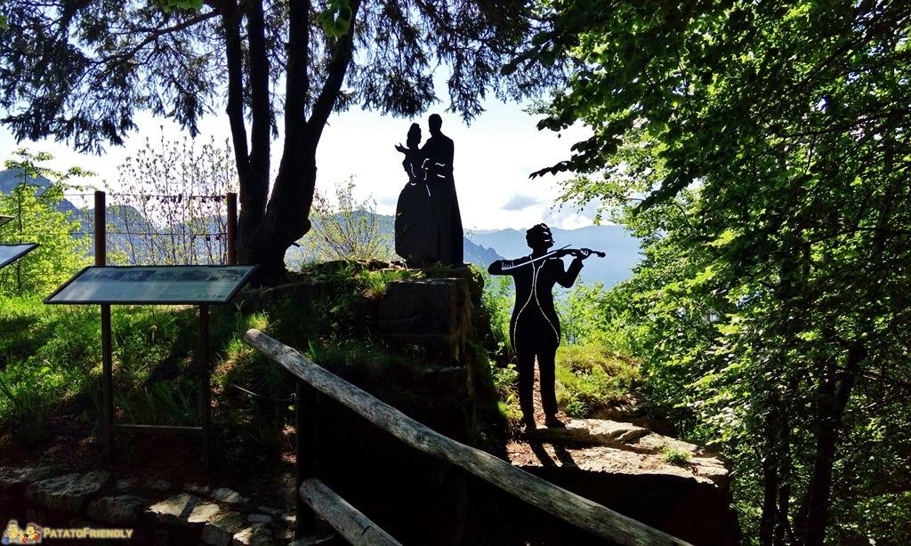 [cml_media_alt id='5838']La statua dedicata agli Sposi del Salto degli Sposi a Castione della Presolana[/cml_media_alt]