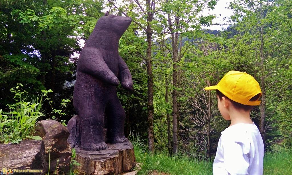 [cml_media_alt id='5835']La statua lignea dedicata all'Orso a Castel Orsetto[/cml_media_alt]