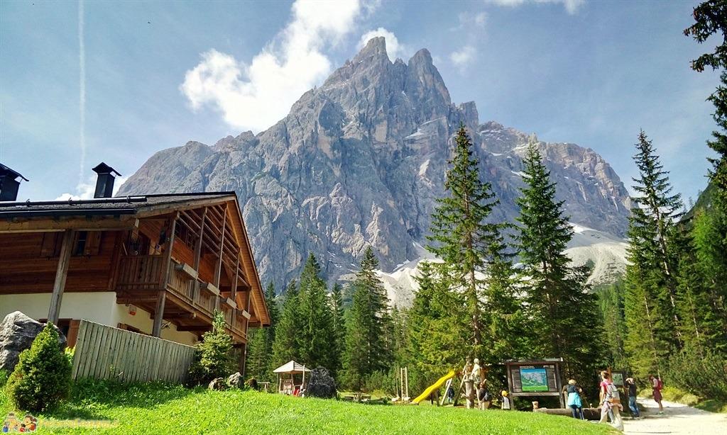 Alta Val Pusteria - Un parco giochi con le montagne sullo sfondo