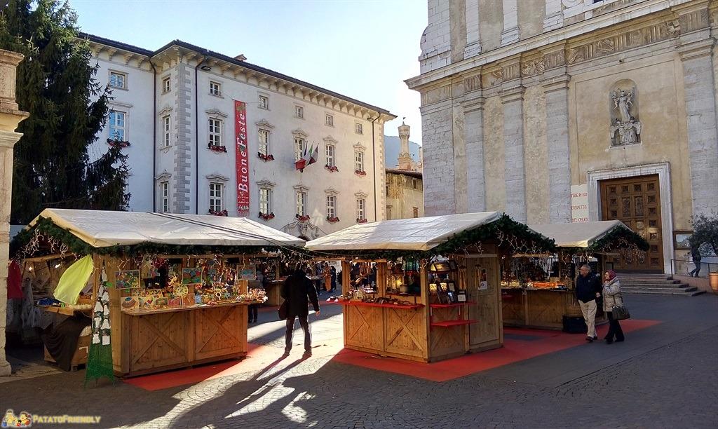 [cml_media_alt id='5392']I Mercatini di Natale in Trentino - Arco - La piazza con i mercatini[/cml_media_alt]