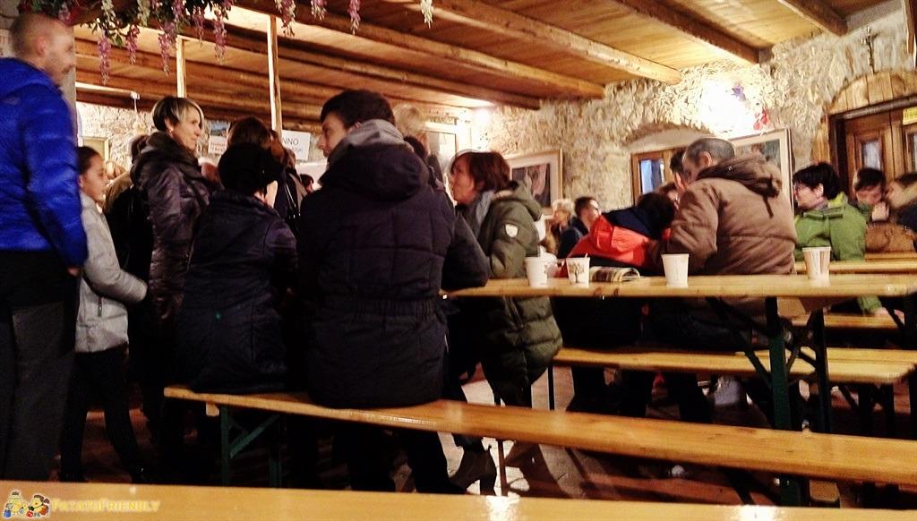 [cml_media_alt id='5398']I Mercatini di Natale in Trentino - Canale - L'area ristoro all'interno di una vecchia cantina[/cml_media_alt]