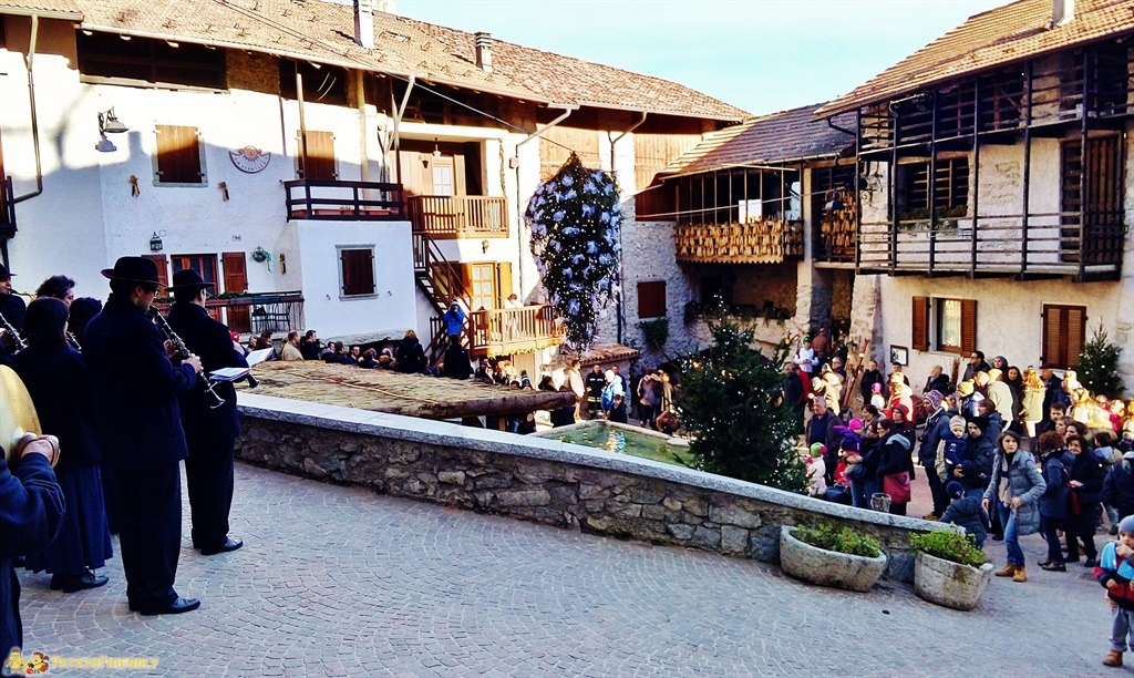 I Mercatini di Natale in Trentino - Rango - La piazza principale del borgo
