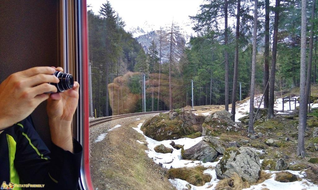 [cml_media_alt id='5572']Il trenino del Bernina - Il panorama cattura l'attenzione dei fotografi[/cml_media_alt]