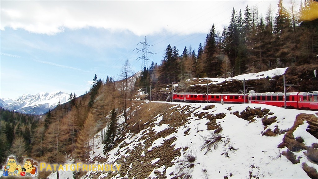 Il trenino del Bernina - Il trenino che si snoda tra le montagne