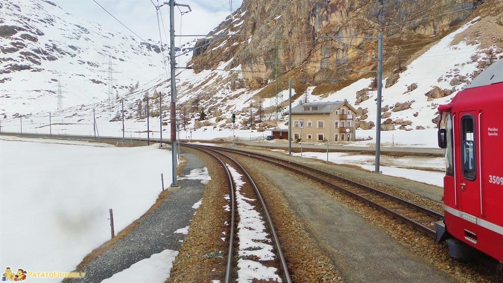 [cml_media_alt id='5574']Il trenino del Bernina - Il treno nei pressi di Bernina Diavolezza[/cml_media_alt]