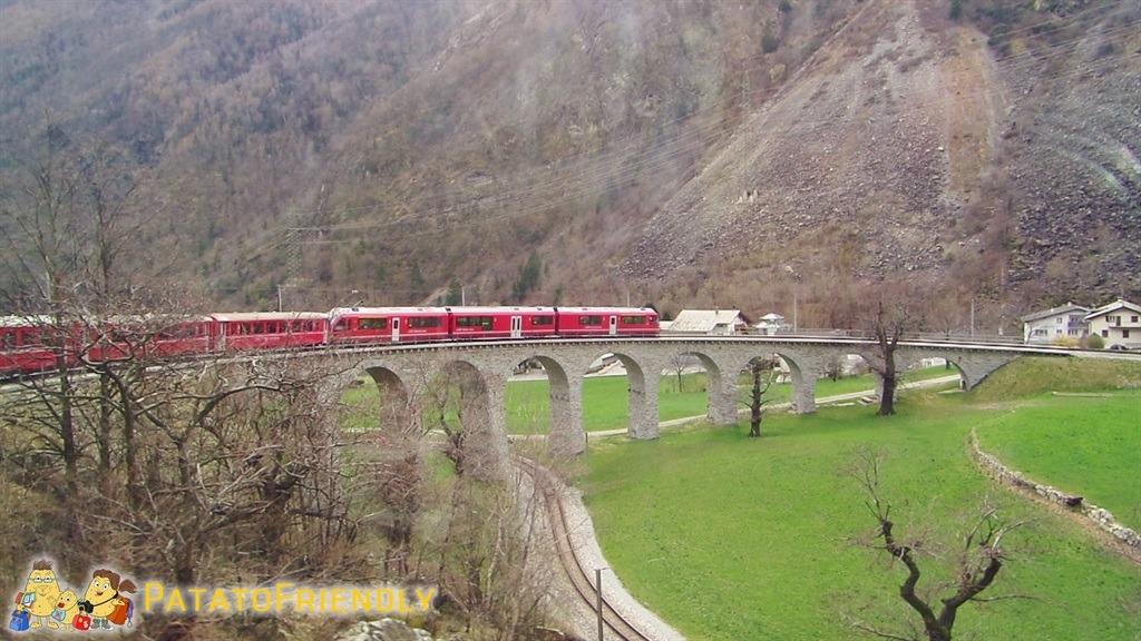 [cml_media_alt id='5576']Il trenino del Bernina - Il treno sul viadotto elicoidale di Brusio[/cml_media_alt]