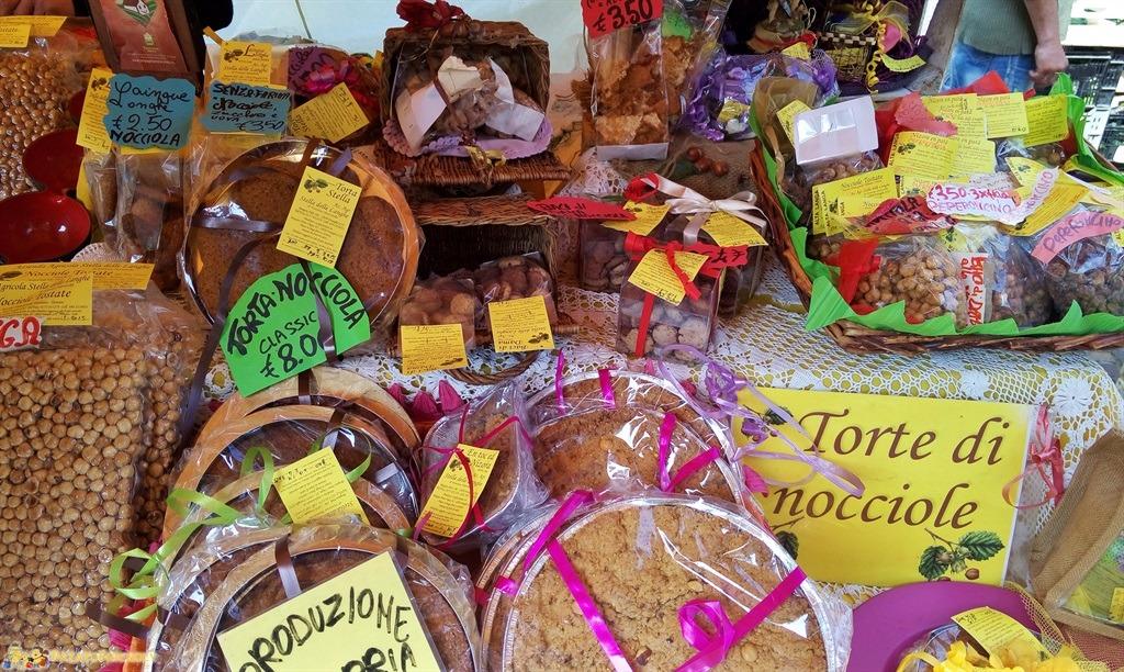 [cml_media_alt id='5550']I prodotti tipici di Alba - Torte alle Nocciole[/cml_media_alt]