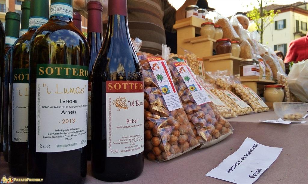 [cml_media_alt id='5551']I prodotti tipici di Alba - Vino, nocciole e crema spalmabile. Le prelibatezze del territorio[/cml_media_alt]