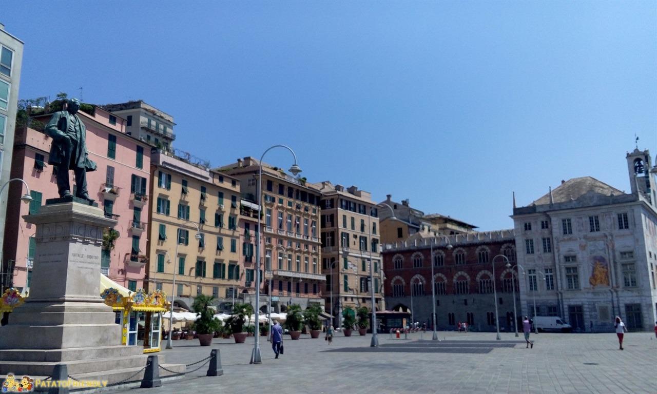 Visitare Genova - I portici e Palazzo San Giorgio