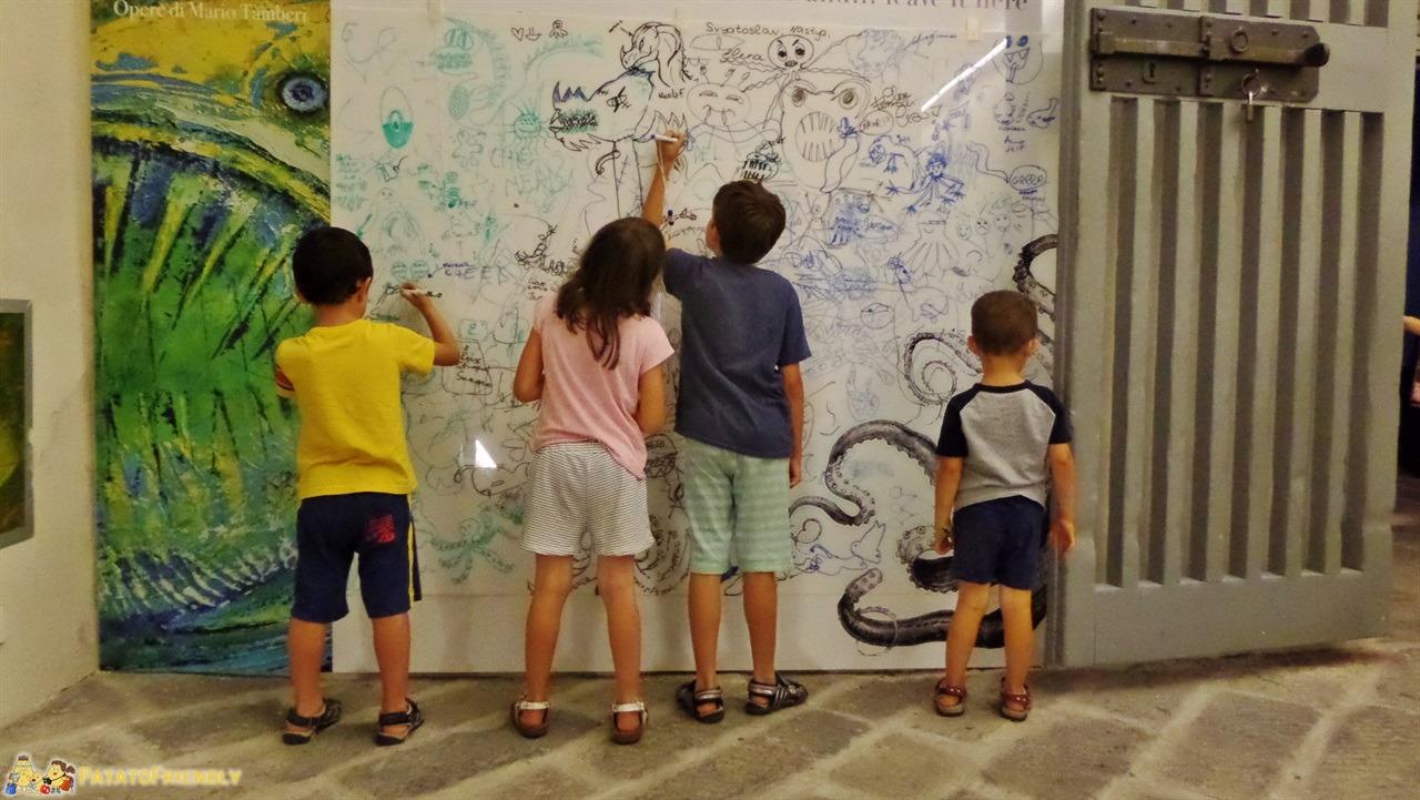 [cml_media_alt id='6291']Galata Museo del Mare a Genova - La lavagna dove i bambini possono disegnare i loro mostri marini[/cml_media_alt]
