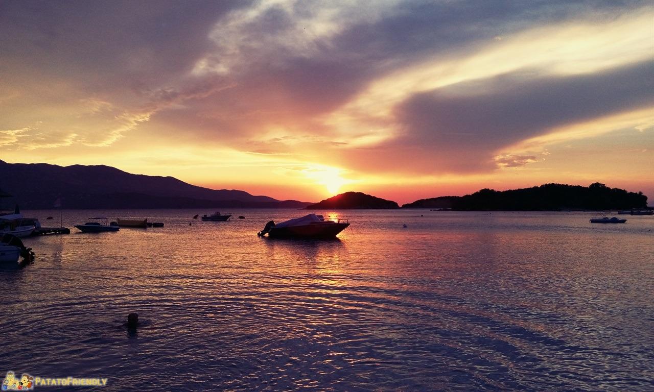 [cml_media_alt id='6466']Ksamil - Un tramonto rosso fuoco[/cml_media_alt]