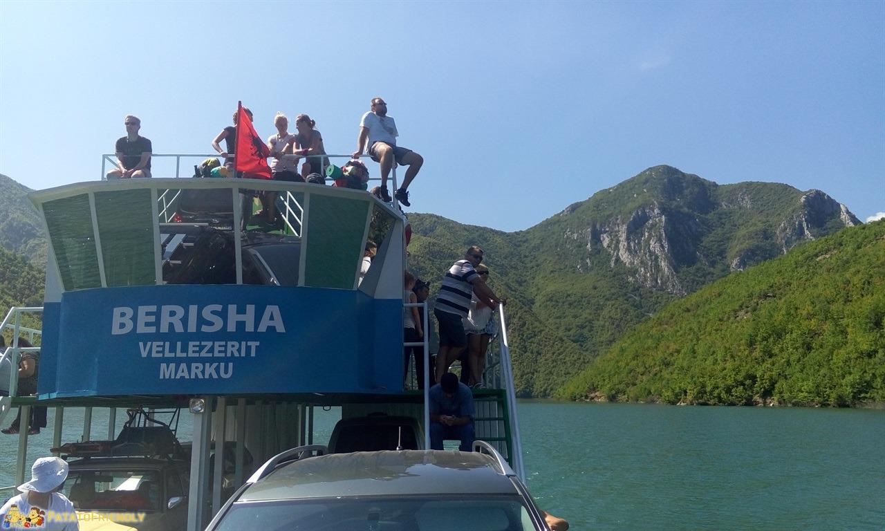 [cml_media_alt id='6589']Lago Koman - I passeggeri del traghetto[/cml_media_alt]