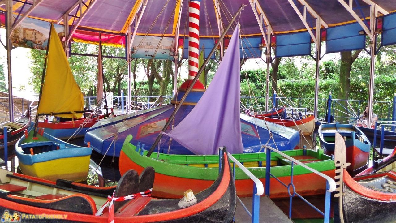 [cml_media_alt id='5999']Parco di Pinocchio - Le gondole nelle giostre antiche[/cml_media_alt]